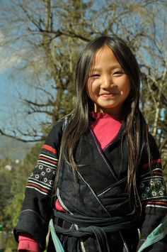 Portrait of a young girl, Sapa, Vietnam, 2009, photograph by Pham Hoang Ha.