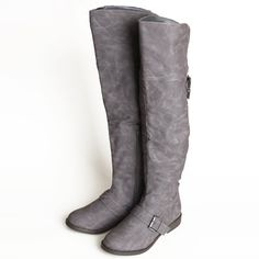 Ruche boots - knee high and gray. Grey Knee High Boots, Grey Boots, Cute Boots, Vintage Inspired Outfits, Vintage Outfits, Pump Shoes, Latest Fashion For Women, Me Too Shoes, Riding Boots