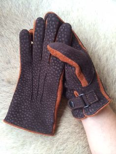 Our New leatherglove design made from peccary Leather ''dots'' winterfashion…