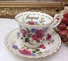 """Royal Albert Flower della serie mese """"Agosto""""."""