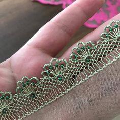 Birbirinden Farklı Sıralı İğne Oyası Modelleri Embroidery Stitches, Embroidery Designs, Crochet Organizer, Needle Lace, Lace Making, Baby Knitting Patterns, New Model, Needlework, Diy And Crafts