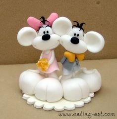 .Cute Mice Wedding Topper, not a tutorial but think it could be made without one
