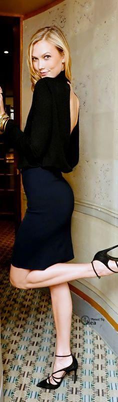 Fashion ● On The Street ● Karlie Kloss ~ Ⓣнεα. Via @brendabill123. #skirts #streetstyle