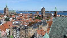 Weites Land: Blick auf die Stralsunder Marienkirche.
