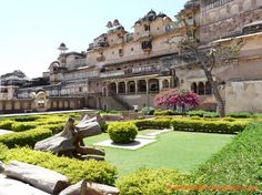 Don't miss taking a look at the paintings and frescoes at the Chitra Sala and Hanging Garden within Garh Palace in Bundi. Description from india-tour-guide.co.uk. I searched for this on bing.com/images