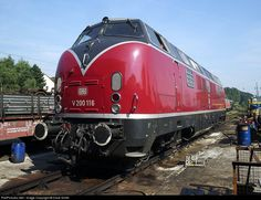 Net Photo: 221 116 Deutsche Bundesbahn DB at Oberhausen, Germany by Dave Smith Diesel Locomotive, Steam Locomotive, Db Deutsche Bahn, Locs, Train Travel, Train Trip, S Bahn, Bonde, Old Trains