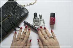 Au bureau, la team Mon Vanity Idéal est complètement NPA = nail polish addict #vernis #npa #manucure #nailpolish #monvanityideal