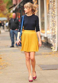 テイラー・スウィフトがプリーツスカートを履いている画像