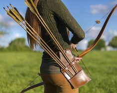 """Quiver """"field"""" (collar saddle) leather belt that can hold up to 8 arrows. Archery Quiver, Bow Quiver, Archery Bows, Saddle Leather, Leather And Lace, Bow And Arrow Diy, Mounted Archery, Traditional Archery, Bow Arrows"""