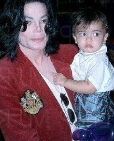 <3 Michael Jackson <3 with his son Blanket