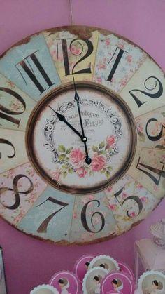 Decoupage Art, Diy Clock, Cardboard Crafts, Shabby Chic Decor, Vintage Wood, Pink And Green, Art Projects, Clocks, Hobbies