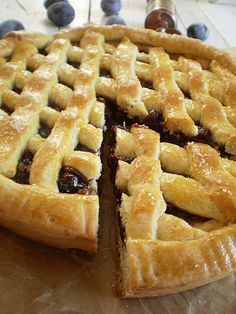 Linzer with plum jam and nuts Romanian Desserts, Romanian Food, Romanian Recipes, Plum Jam, Food Cakes, Just Desserts, Cake Recipes, Bacon, Sweet Treats