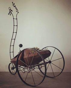 DRY AREA Iron/glass/plants  H2170㎜  上毛芸術文化賞受賞者展「夢の軌跡」出展作品。 直ぐに嫁入りしたので愛でる時間は少なかった。 #ironworks#ironart#metalart#sculptures#sculpture#sculptor#art#steampunk#interior#exterior#carriage#car#artcar#succulent#caudex#plants#アイアンアート#メタルアート#金属彫刻#スチームパンク#インテリア#エクステリア#forge#塊根植物#多肉植物#社会福祉法人新生会#monument