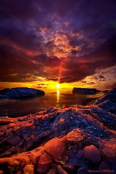 Wow, looks like the sky and the landscape will meet in this dazzling sunset. Beautiful Sunset, Beautiful World, Beautiful Places, Amazing Places, All Nature, Amazing Nature, Beauty Dish, Landscape Photography, Nature Photography