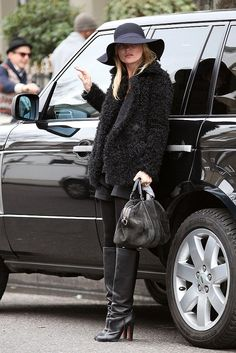 look-has-all-makings-signature-Kate-Moss-style-moment-thanks-boho-rocker-hat-fur-all-black-palette