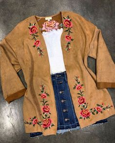 new Ideas for embroidery clothes fashion floral Cowgirl Style Outfits, Country Style Outfits, Southern Outfits, Rodeo Outfits, Western Outfits, Cute Outfits, Western Dresses, Cowboy Boot Outfits, Country Dresses