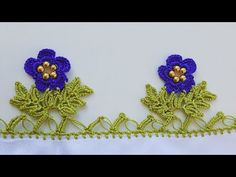Crochet Flower Tutorial, Crochet Flowers, Knitted Poncho, Knitted Shawls, Creative Embroidery, Hand Embroidery, Knit Shoes, Crochet Borders, Knitting Socks