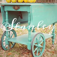 This makes me think about painting my teas cart... Maybe white chalk paint? But i doubt i will name it ;) tea cart, vintage tea cart, the hollidays at home, before and after, painted tea cart, painted furniture