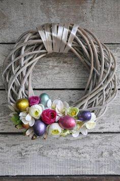 Ozdoby Wielkanocne - wianek DIY. #Weranda #Wianek #DIY #Bukiety #Dekoracje #Wielkanoc #Wielkanoc2017 #Rumianek #Nagietki #Kolory #Tasiemka #Rękodzieło #Zrób-To-Sam #Design #Styl #Wielkanocne #Wielkanocny