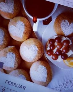 Boller og kanelboller - tangzhong style - krem.no Pretzel Bites, Pudding, Bread, Baking, Desserts, Food, Style, Brioche, February