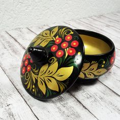 Vintage Khokhloma Wooden Trinket Box // Jewellery by TheSwissAttic