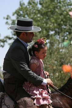 Romería del Rocío Festival, Ayamonte, Huelva, Andalucía, Spain Girl With Green Eyes, Horse Galloping, Country Scenes, The Smoke, Seville, Ethnic Fashion, Pilgrimage, Cowboy Hats, Chilean Food