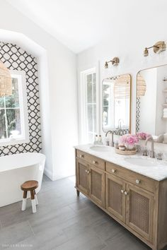 Love this double vanity in her master bathroom! Bathroom Spa, Bathroom Renos, Small Bathroom, Bathroom Ideas, Bathroom Updates, Bathroom Designs, Bathroom Fixtures, Dream Bathrooms, Beautiful Bathrooms