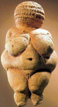 Veneri paleolitiche - Risposta 1152: statuine preistoriche raffiguranti donne con gli attributi sessuali molto pronunciati