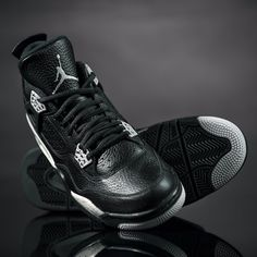 The Jordan Retro 4, a re-release of the first J to be marketed globally! Get it now.