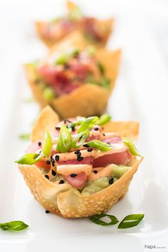 Got 10 minutes? That's all you need to make Tuna Sashimi and Avocado Wonton Cups with Sriracha Aioli. This spicy appetizer is perfect for parties and impromptu get togethers! Seafood Recipes, Appetizer Recipes, Cooking Recipes, Wonton Recipes, Dinner Recipes, Thanksgiving Appetizers, Holiday Appetizers, Italian Appetizers, Seafood Appetizers