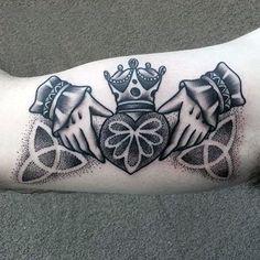 50 Claddagh Tattoo Designs For Men - Irish Icon Ink Ideas Phoenix Tattoo Design, Skull Tattoo Design, Dragon Tattoo Designs, Tribal Tattoo Designs, Chest Tattoo, Back Tattoo, Stammestattoo Designs, Design Ideas, Claddagh Tattoo