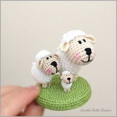 Micro lamb and his friends | DoubleTrebleTrinkets Free pattern for the micro lamb