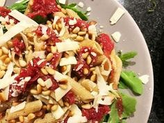 A recipe for a tasty carpaccio pasta salad. Good stuffing, not too heavy and . Healthy Recipes On A Budget, Healthy Cooking, Healthy Food, Diner Recipes, Salad Recipes, Diner Food, Healthy Diners, Smoothies, Carpaccio