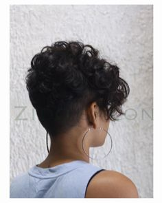 101 easy pixie haircut innovations page 10 How To Curl Short Hair, Short Hair With Bangs, Short Straight Hair, Girl Short Hair, Short Curls, Curly Short, Curly Bob, Curly Pixie Haircuts, Curly Hair Cuts