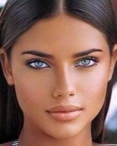 Black Wig, Long Black, Makeup For Green Eyes, Stunning Eyes, Perfect Woman, Real Women, Dark Hair, Face And Body, Gorgeous Women