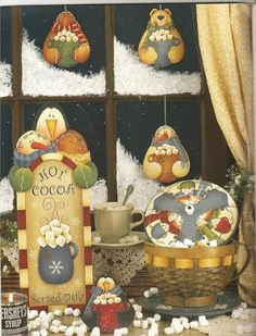 Álbuns da web do Picasa Decorative Painting Projects, Tole Painting Patterns, Craft Patterns, Gingerbread Ornaments, Beaded Christmas Ornaments, Painted Ornaments, Book Crafts, Crafts To Do, Craft Books