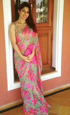 Spreesy is Joining the CommentSold Family! Floral Print Sarees, Saree Floral, New Dress Design Indian, Indian Designer Wear, Cotton Saree Designs, Saree Blouse Designs, Fancy Sarees, Party Wear Sarees, Indian Dresses