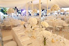 A mix of low and high centerpieces to play with volumes. Wedding by Monte-Carlo Weddings
