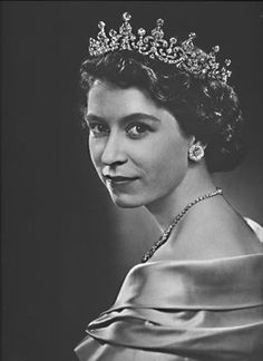 This is Queen Elizabeth when she was very young, isn't she stunning!!!