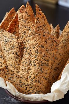 Sesame Crackers (Thin and Crispy) Taste of Artisan is part of Cracker recipes These sesame crackers are very similar to those overpriced artisan crackers you see at local grocery stores Only these - Savory Snacks, Vegan Snacks, Healthy Snacks, Healthy Crackers, Gluten Free Crackers, Savoury Biscuits, Homemade Crackers, Snacks Saludables, Appetisers