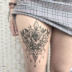 Web Tattoo: Thigh Tattoo: 120 Ideas For You To Think About Your Next Tattoo Web Tattoo, Tattoo Off, Lace Tattoo, Tattoo Thigh, Rose Tattoos, Flower Tattoos, Body Art Tattoos, Sleeve Tattoos, Modern Tattoos