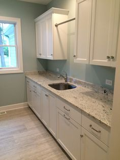 Unbelievable white granite countertops and backsplash for your cozy home White Kitchen Counters, White Cabinets White Countertops, Kitchen Cabinetry, Kitchen Countertops, Kitchen And Bath, New Kitchen, Kitchen Ideas, Cost Of Granite Countertops, Tranquil Bathroom
