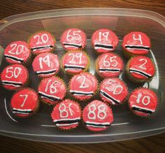 Awesome hockey cupcake idea, but instead of Blackhawks make them Boston Bruins!!
