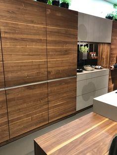 Designküchen Team7 · Küche Nussbaum Hochschränke Mit Einschubtüren Und  Mittelteil Keramikfront