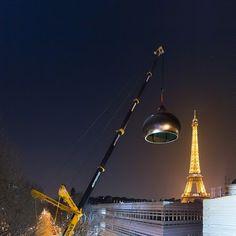 LTM from the crane company Montagrues lifting an dome in Paris! Crane Lift, Crawler Crane, Hydraulic Excavator, Navi, Crawler Tractor, Famous Landmarks, Tonne, Diecast Models, Heavy Equipment