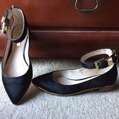 Louise et cie black flats Gorgeous black flats. Worn a few times only! Comes with box Louise et cie Shoes Flats & Loafers