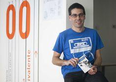 Un periodista que se busca la vida en su blog, en las redes sociales y ahora en un ebook.  Ander Izagirre sostiene que las herramientas más importantes para un reportero siguen siendo las botas y el cuaderno.