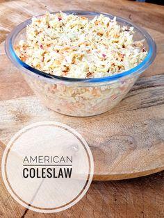 Recept homemade amerikaanse coleslaw, copycat coleslaw KFC, snelle salade, dressing, american coleslaw, koolsla, lekker eten, eten, bijgerecht, witte kool, wortel, kool, winterpeen, rode ui, mosterd, mayonaise, creme fraiche, kfc coleslaw, copycat, copycat kfc, inspiratie, gezond, barbecue, food, foodblogger, homemade, american food, easy