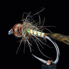 It\'s Friday!#EbbsForceFlies #fireholeoutdoors #flyfishfood #loonoutdoors #harelinedubbin #whitingfarms #flytyingjunkie #flytying #tyingflies #fluebinding #flugbindning #flyfishingonly