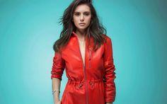 Lataa kuva Nina Dobrev, Kanadalainen näyttelijä, punainen nahka puku, kaunis nainen